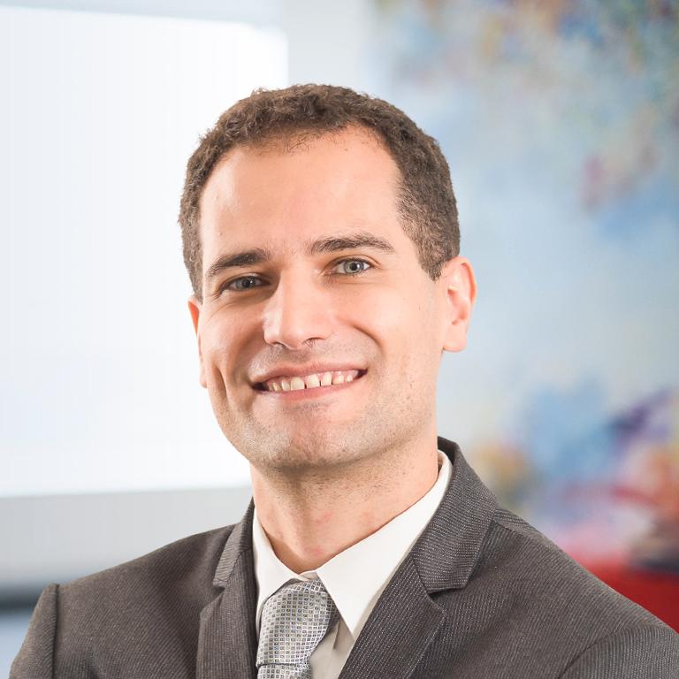 Lucas Moura Speaking English: Management Consultant